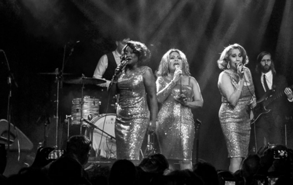 The Three Degrees / Theaters NL